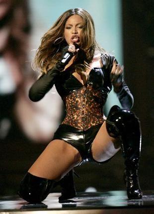 Beyonce Birkaç yıl önce onun da sevgilisi Jay-Z ile olan sevişme görüntüleri olduğu söylendi. İddiaya göre Las Vegas'ta bir otelde kalan çift, otel çalışanları tarafından odalarına konulan kamerayla görüntülendi.  Çifte şantaj yapan otel görevlisi amacına ulaştı ve kaseti çifte vererek, yüklü bir paranın sahibi oldu. Ancak Beyonce ve Jay-Z şikayetlerinden vazgeçmeyip, oteli ve şantajcıyı mahkemeye verdi.
